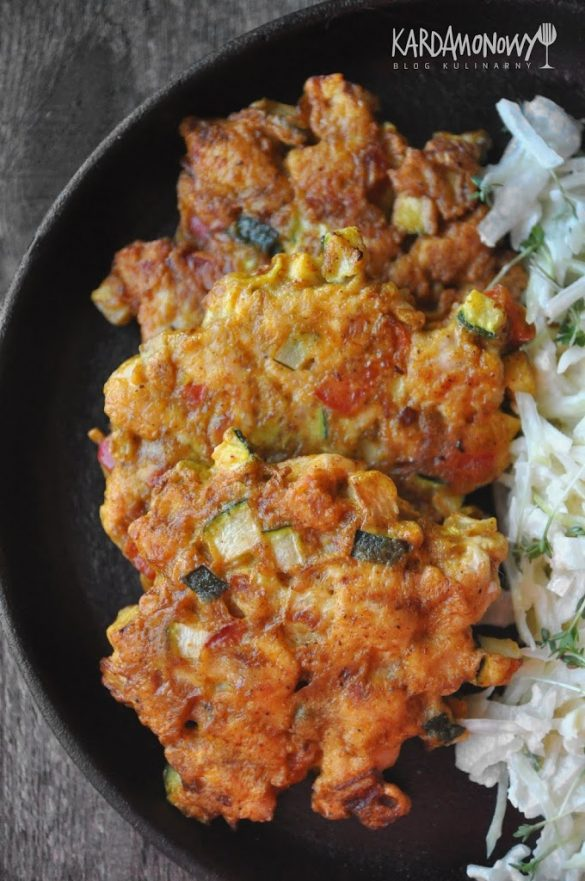 Kotlety siekane z indyka z cukinią i papryką, curry