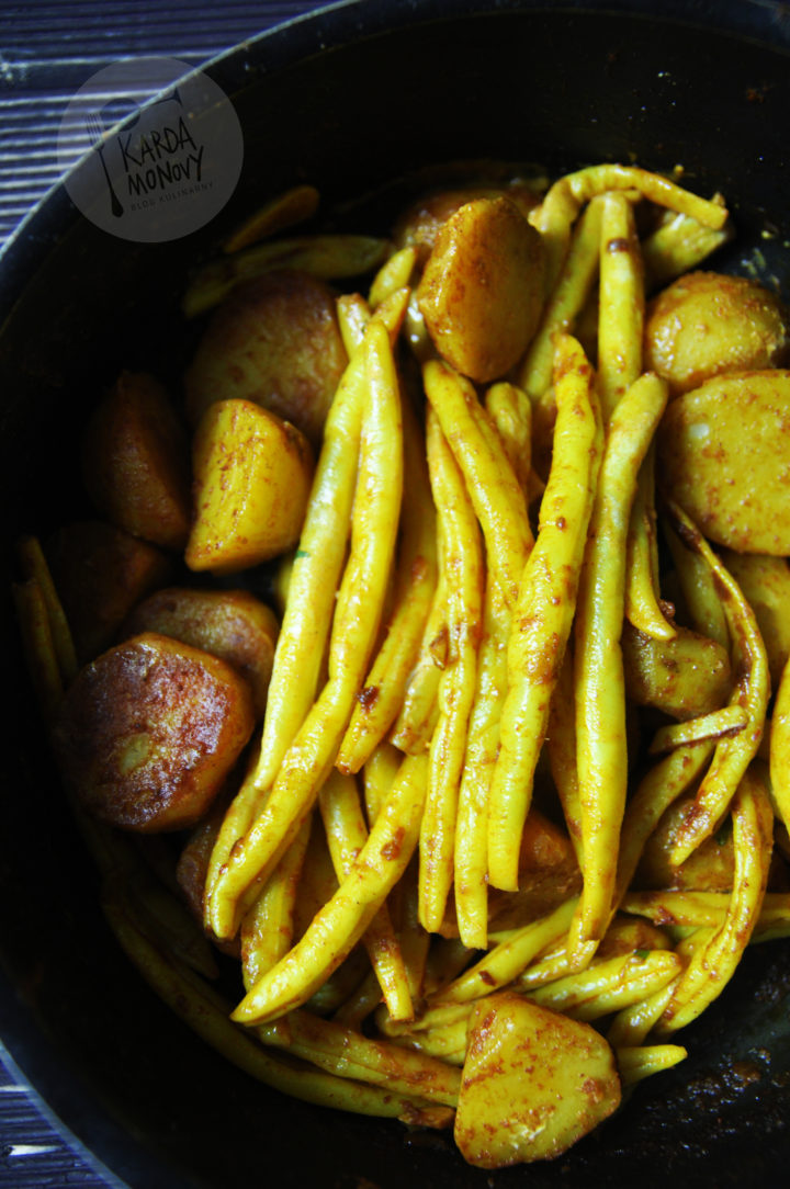 Curry z fasolki szparagowej i ziemniaków