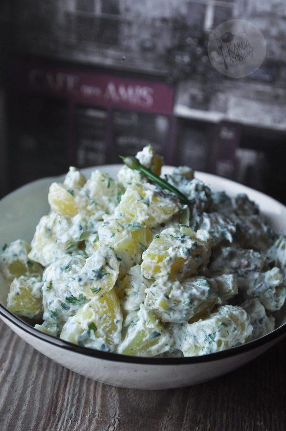 Sałatka ziemniaczana z ziołami, jogurtem i majonezem