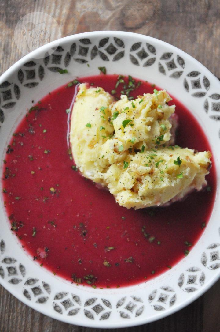 Barszcz czerwony z tłuczonymi ziemniakami