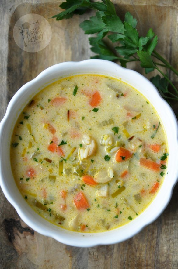 Wegetariańska zupa jarzynowa z ryżem