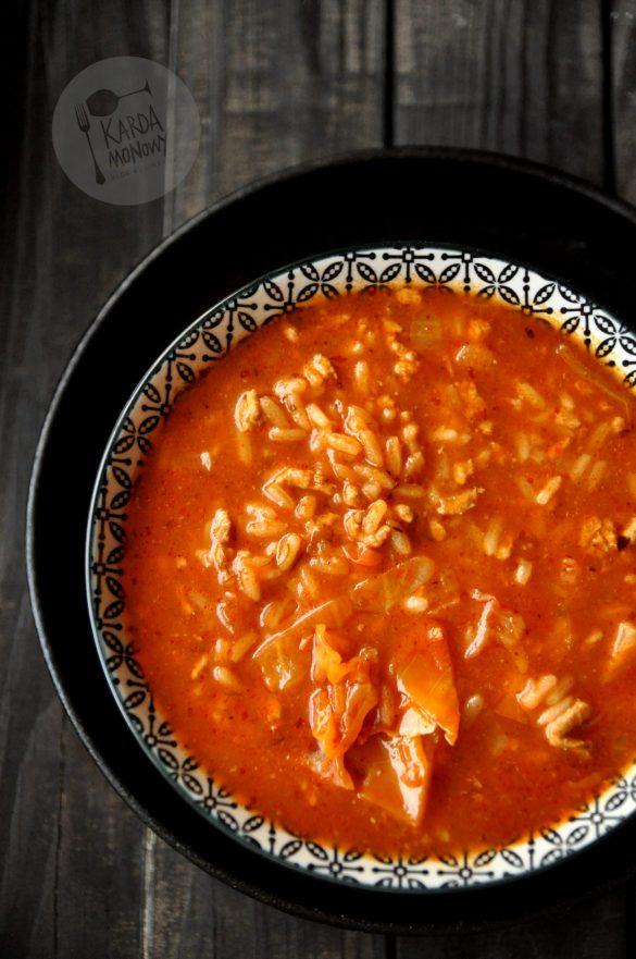 Zupa gołąbkowa z kapustą, ryżem i mięsem mielonym
