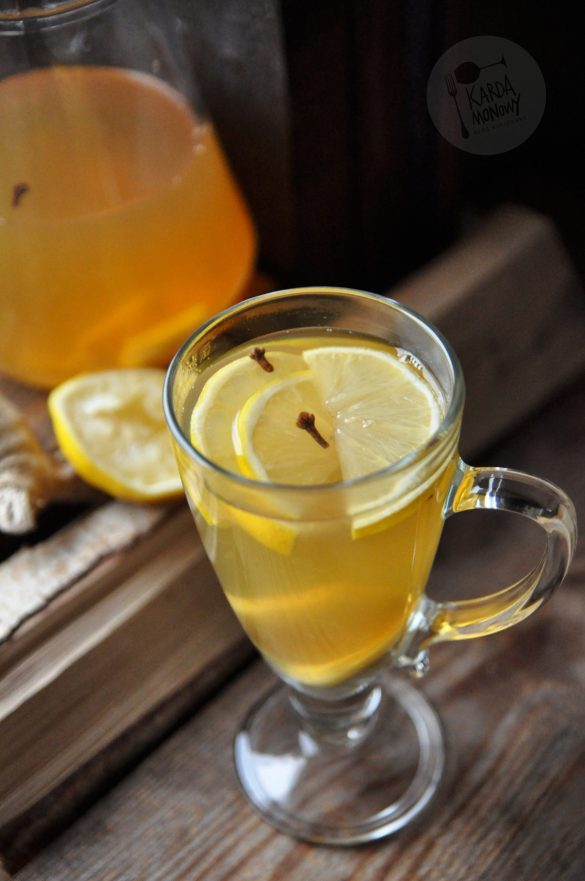 Herbata z lipy z miodem z cytryną, imbirem i goździkami