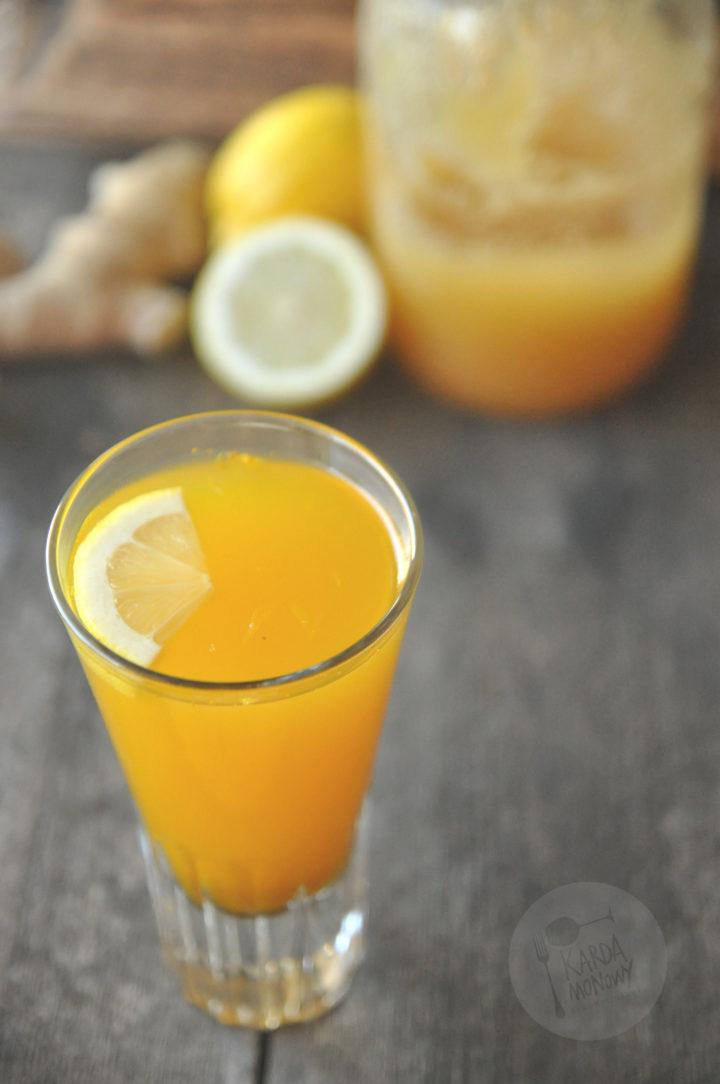 Napój imbirowy z miodem, cytryną i kurkumą
