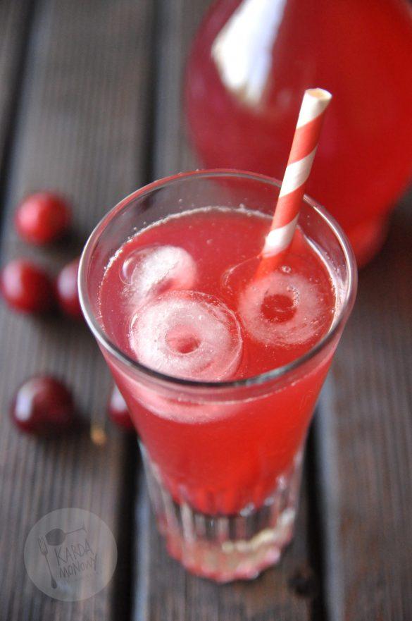 Kompot owocowy z czereśni i rabarbaru