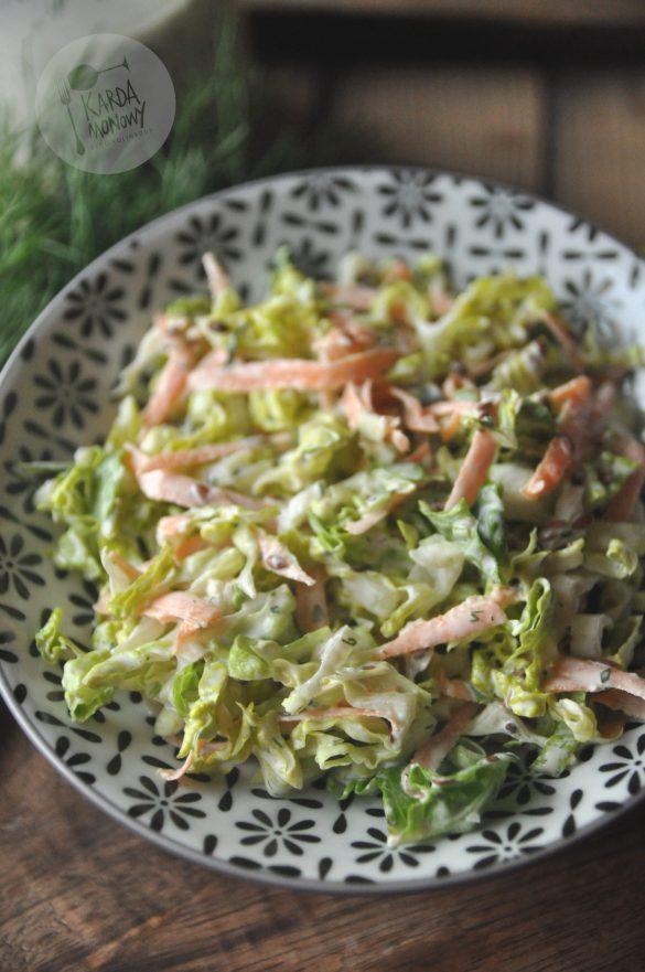 Surówka z sałaty rzymskiej, sosu farmerskiego i siemienia lnianego