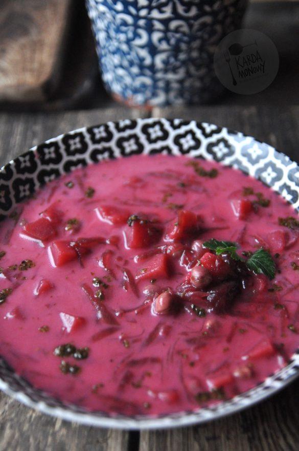 Barszcz czerwony z ziemniakami i ciecierzycą