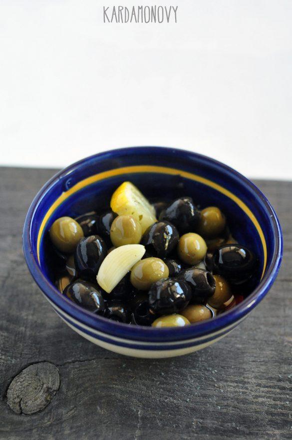 Marynowane oliwki z czosnkiem i cytryną