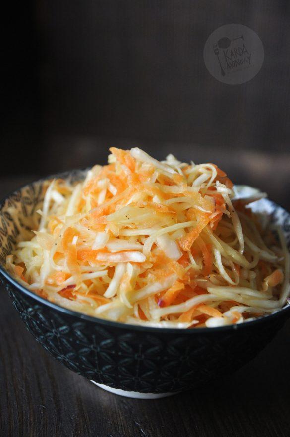 Surówka z kapusty i marchewki z octem ryżowym