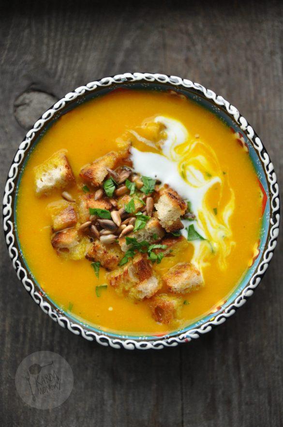 Krem z pieczonej dyni z curry z grzankami