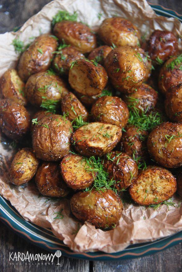 Pieczone młode ziemniaki z koperkiem