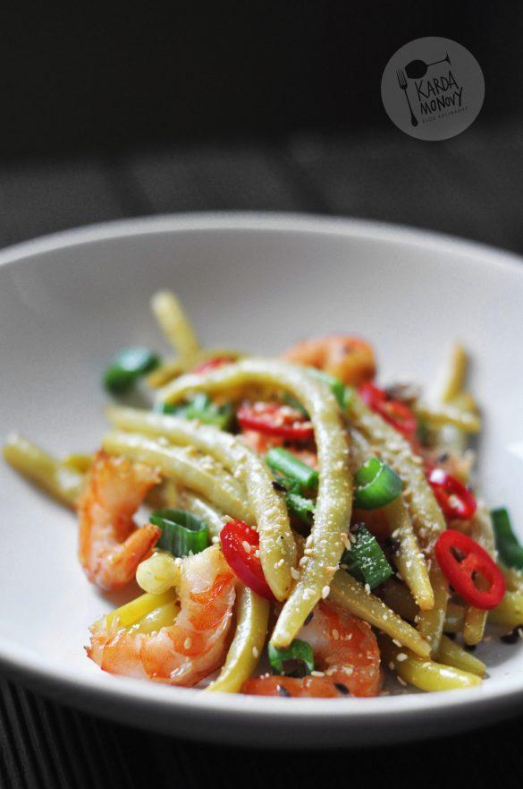Fasolka szparagowa z krewetkami, chili i szczypiorkiem