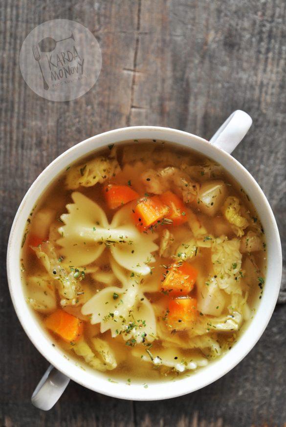 Zupa z kapustą włoską, czubrycą zieloną i makaronem