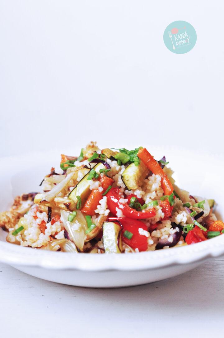 Kasza bulgur z pieczonymi warzywami
