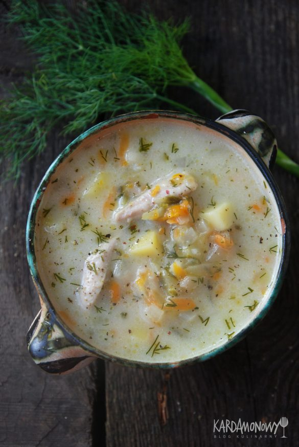 Zupa ogórkowa z ziemniakami, jarzynami i koperkiem