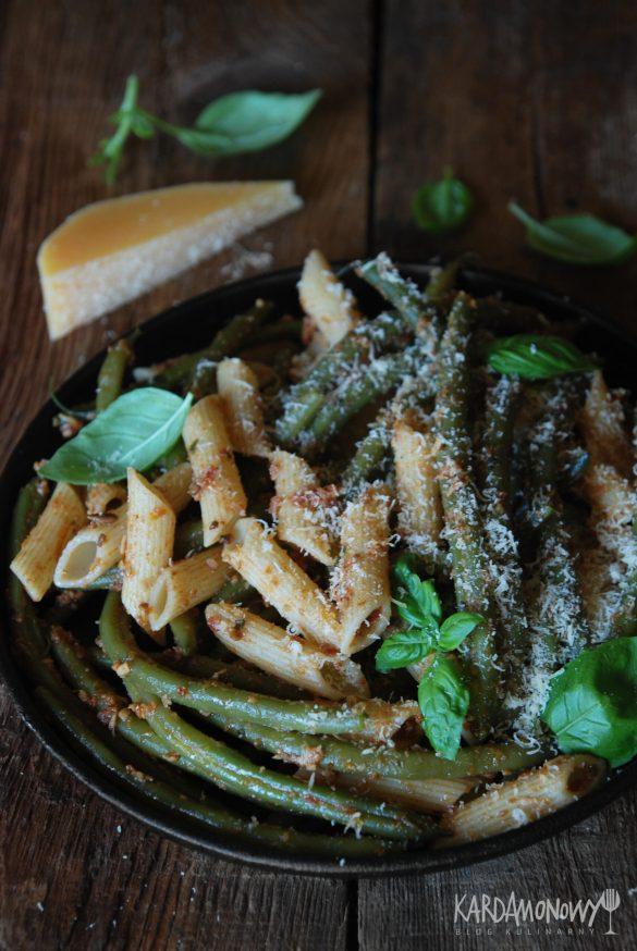 Makaron z fasolką szparagową i pesto