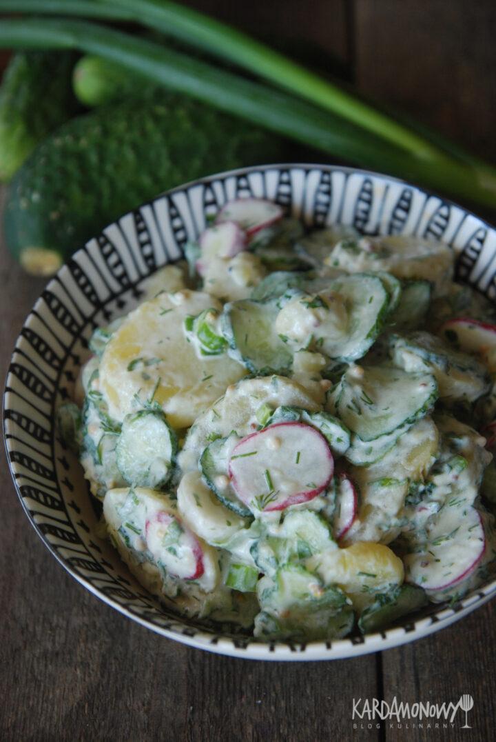 Sałatka ziemniaczana z ogórkami i rzodkiewkami
