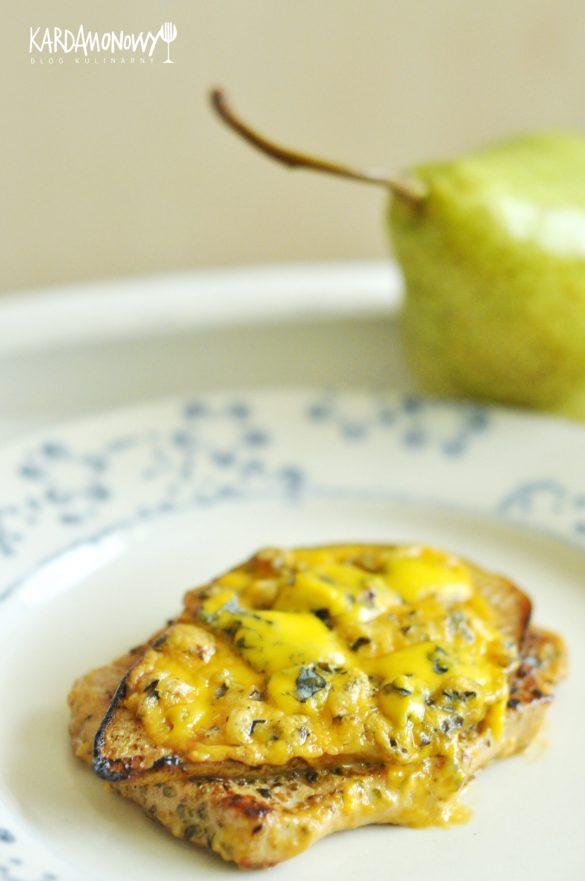 Schab z gruszką i serem pleśniowym