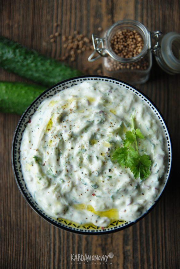 Raita - indyjski sos jogurtowy z ogórkami
