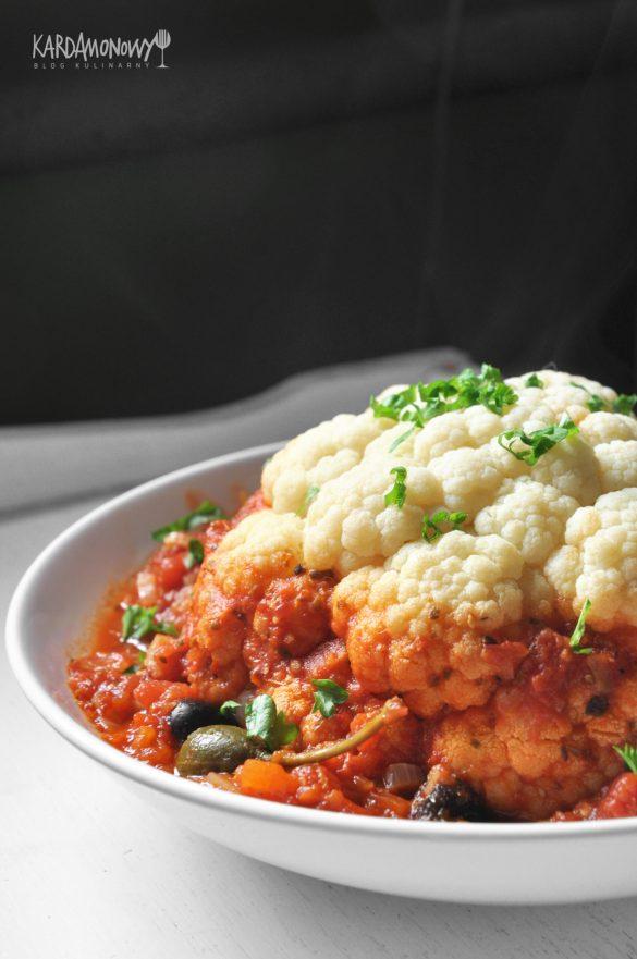 Kalafior gotowany w sosie pomidorowym