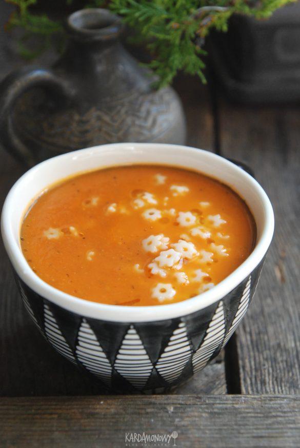 Zupa pomidorowa z pomidorów z puszki
