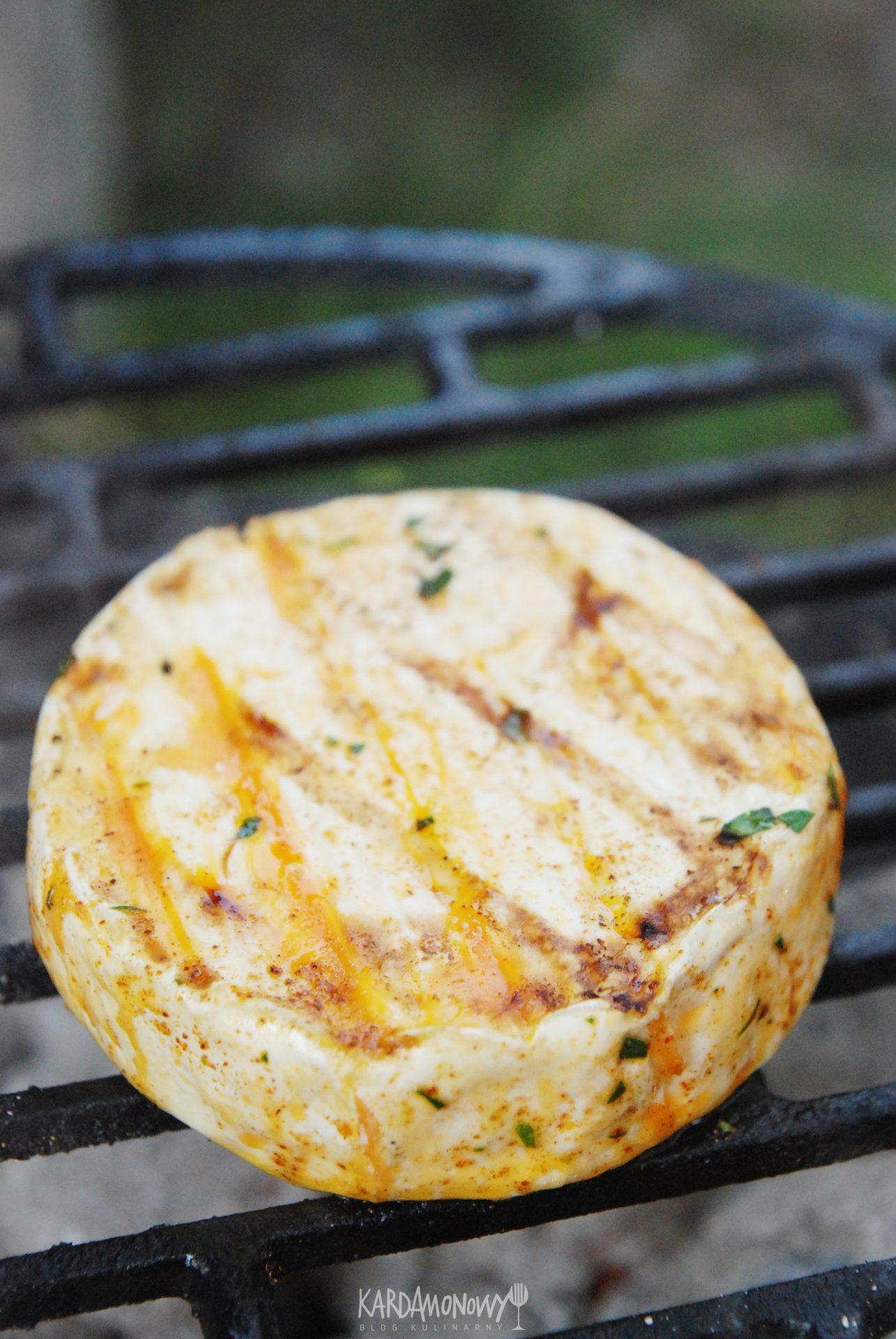 Camembert z grilla